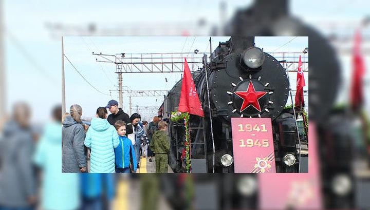 """Ретропоезд """"Воинский эшелон"""" торжественно встретили в Волжском"""