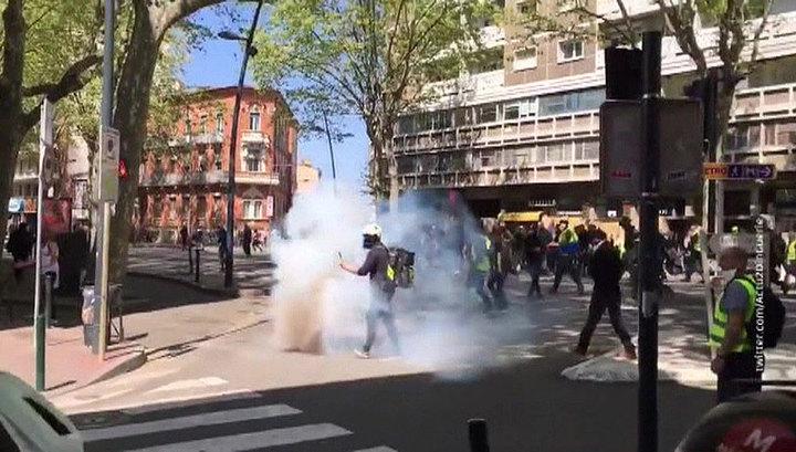 Полиция Нанта применила газ