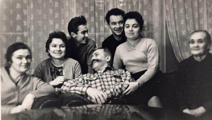 Минобороны представило редкие фотографии легендарных полководцев в кругу семьи