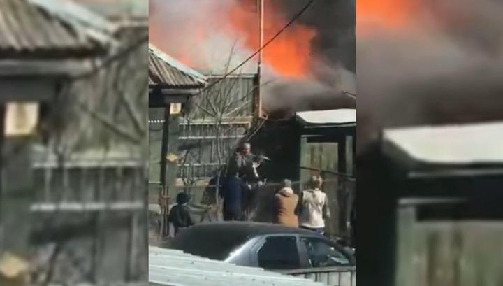 Спасение детей из горящего дома в Чебаркуле сняли на видео