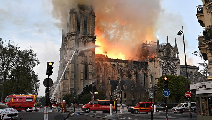 Стало известно, где начался пожар в соборе Парижской Богоматери