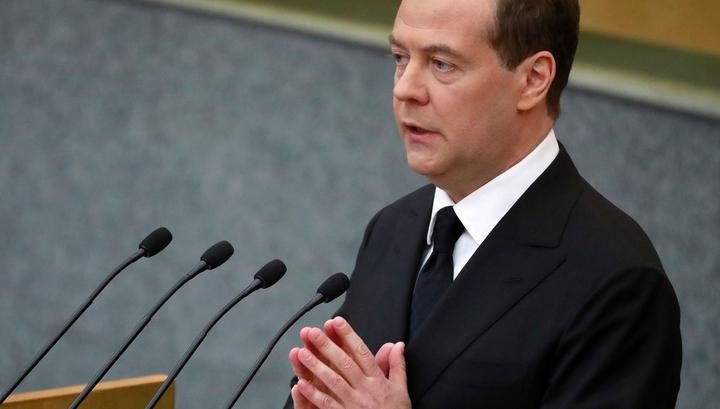 Некоторые просто выживают: Медведев начал отчет с проблемы бедности