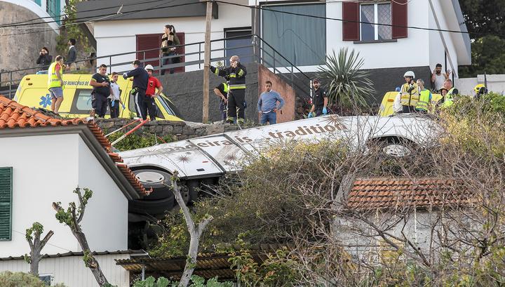 Авария на Мадейре: туристы погибли, водитель и гид выжили