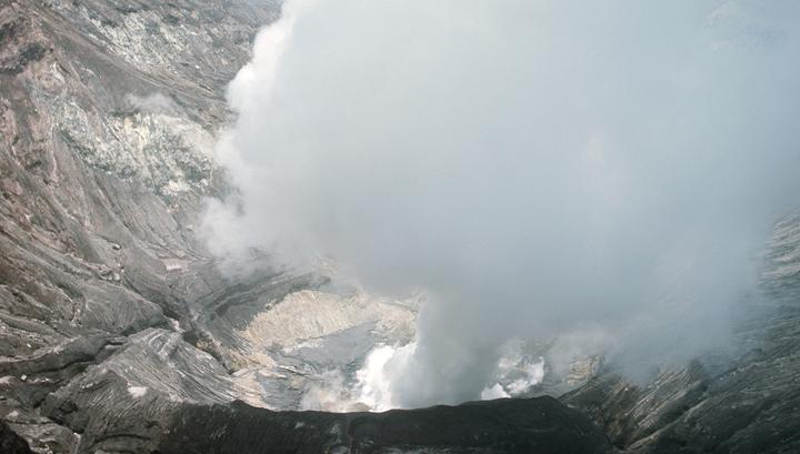 Японский вулкан Асо вновь напомнил о себе