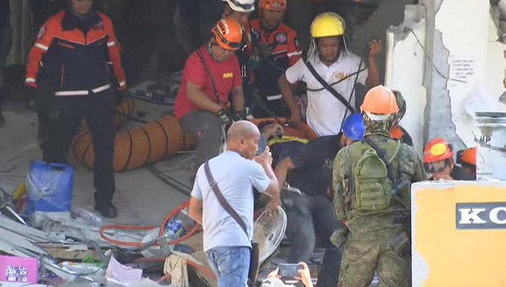 На Филиппинах устраняют последствия мощного землетрясения