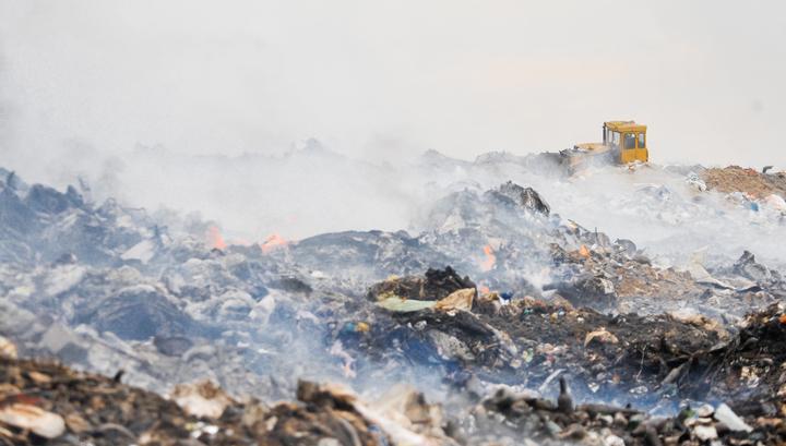 В подмосковном Щелкове горит мусорная свалка