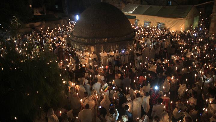 В Иерусалиме христиане собираются в ожидании Благодатного огня