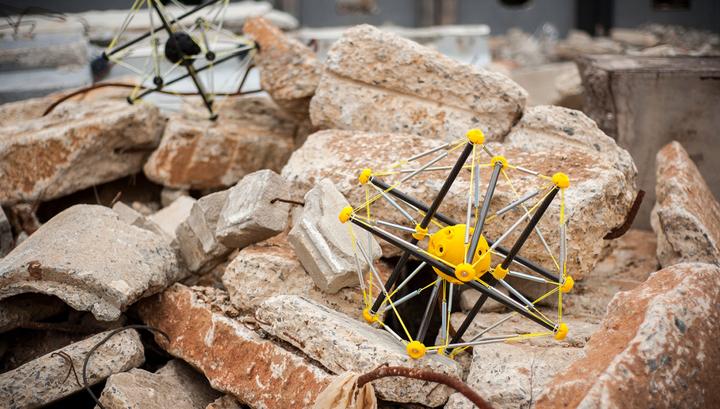В США создали робота для сброса с вертолетов в неблагополучные районы