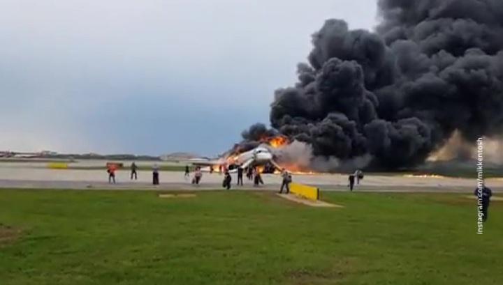 При посадке Superjet половина самолета сгорела