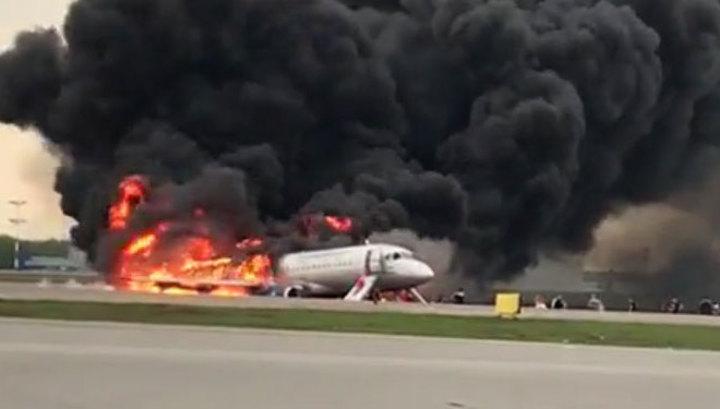 СК РФ подтвердил: при возгорании Superjet погибли 13 человек, в том числе двое детей