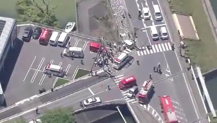 В Японии автомобиль врезался в группу детей, 15 человек госпитализированы