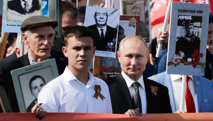 """Путин прошел в строю """"Бессмертного полка"""" и назвал парад прекрасным"""