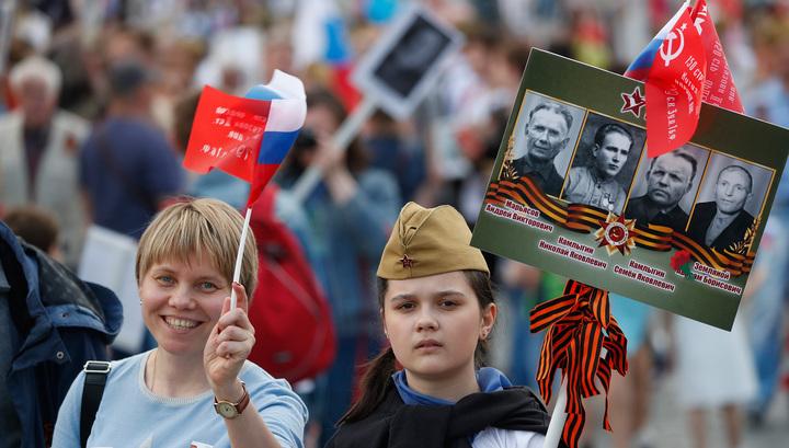 """Участники """"Бессмертного полка"""" говорят спасибо поколению победителей"""