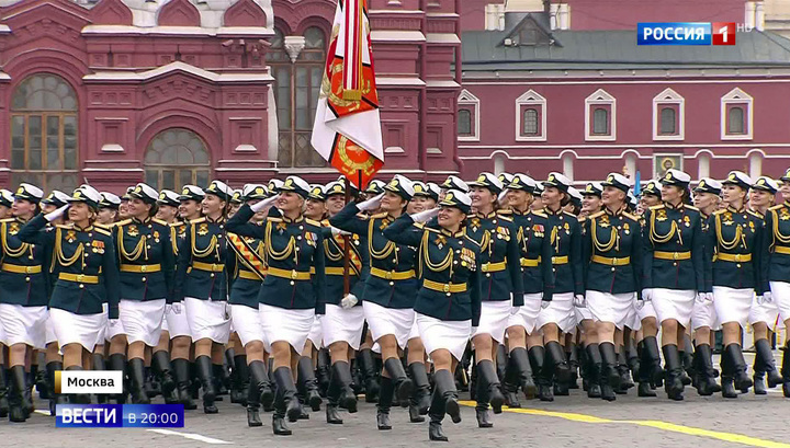 Главный парад страны на Красной площади: тысячи военнослужащих и более сотни боевой техники