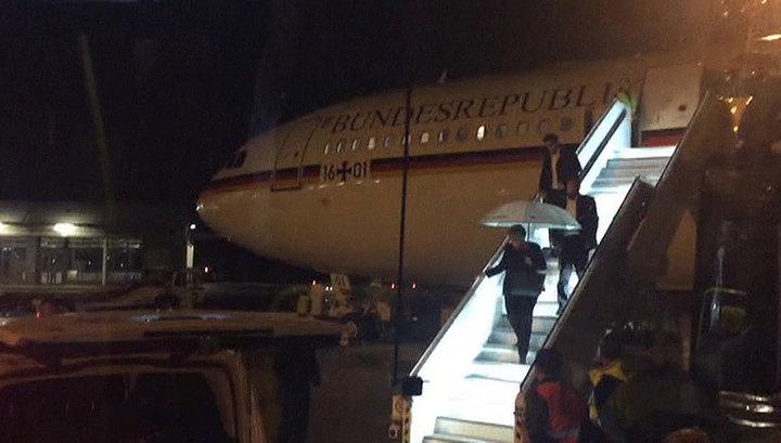 В аэропорту Дортмунда машина наземных служб врезалась в самолет Ангелы Меркель