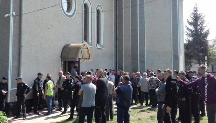 На Украине захвачен Свято-Успенский храм канонической церкви