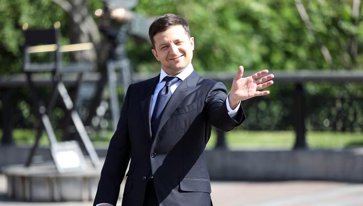 Пока Зеленский целовал народ в прыжке, Кличко троллил его велосипедом