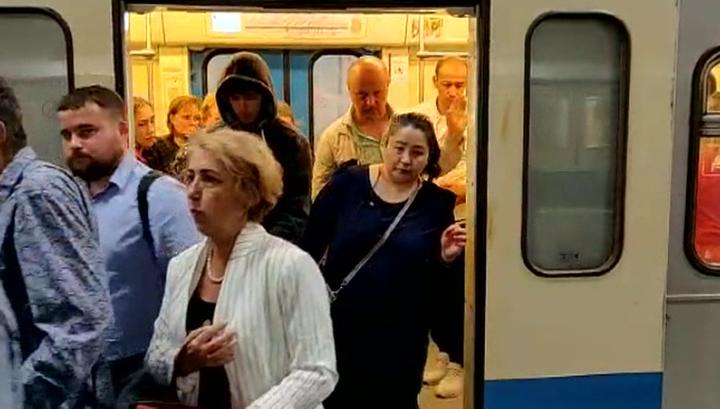 Столичный метрополитен выставляет штраф изготовителю поезда, застрявшего на серой ветке