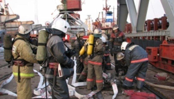 Судно горело сегодня у причала во Владивостоке