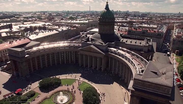 Парады, концерты, мультимедийные шоу: в Санкт-Петербурге празднуют День города