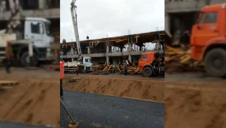 При обрушении лесов на автодроме в Ленобласти пострадали семеро человек