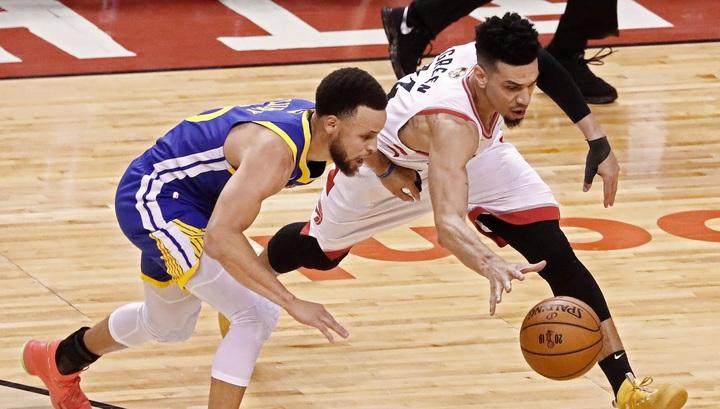 """""""Торонто"""" обыграл """"Голден Стэйт"""" на старте финальной серии плей-офф НБА"""