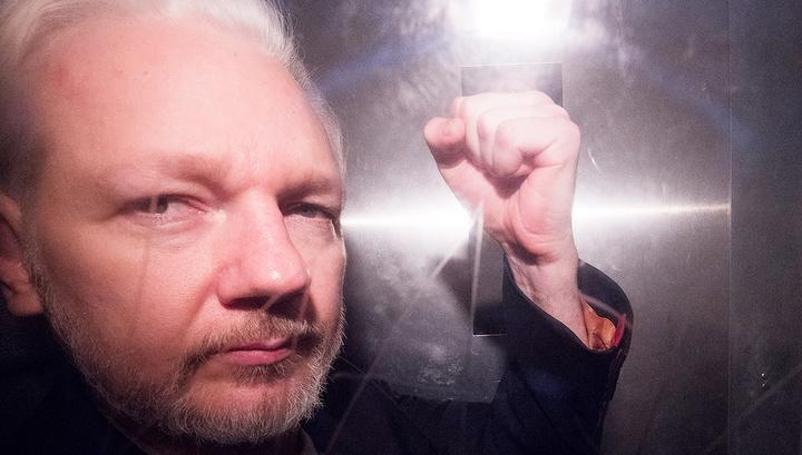 МВД Великобритании подписало запрос США об экстрадиции Ассанжа. Дело за судом