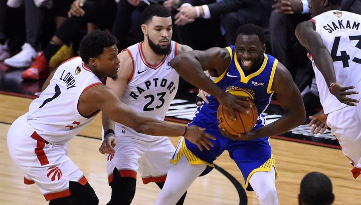 """""""Торонто"""" обыграл """"Голден Стэйт"""" и вышел вперед в финальной серии плей-офф НБА"""