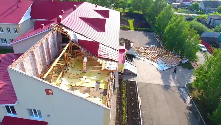 Ветер в селе Мраково сорвал со школы крышу