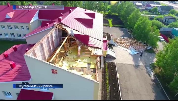 Ураганный ветер в Башкортостане сорвал крышу со здания школы