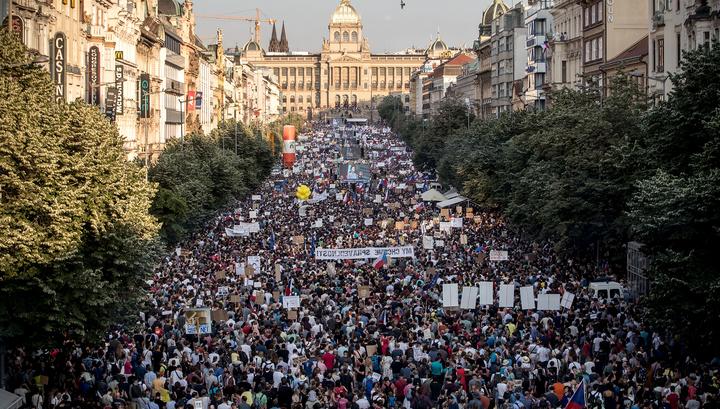 В Чехии прошла самая большая акция протеста после 1989 года