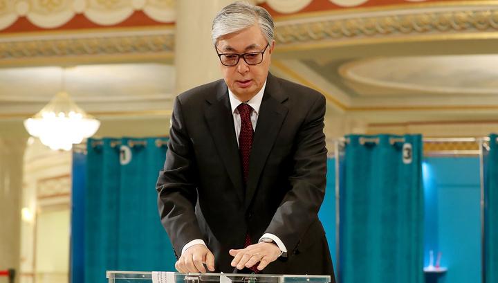 Выборы в Казахстане: Токаев и Назарбаев уже проголосовали