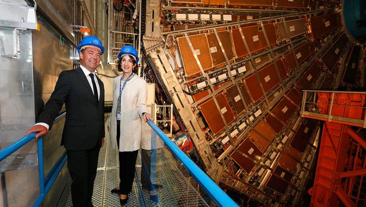 Большой адронный коллайдер впечатлил Дмитрия Медведева