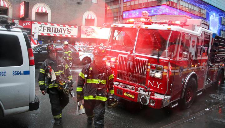 В Нью-Йорке вертолет рухнул на крышу офисного здания, один человек погиб