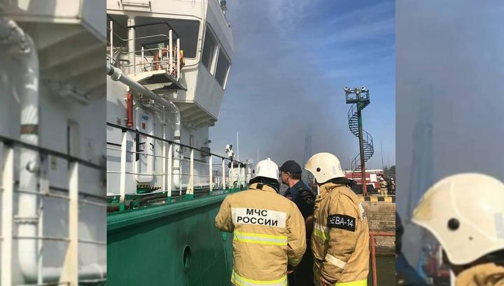 На танкере в порту Махачкалы прогремел взрыв