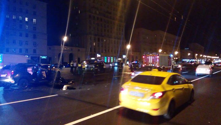 На Кутузовском проспекте в Москве столкнулись 6 машин