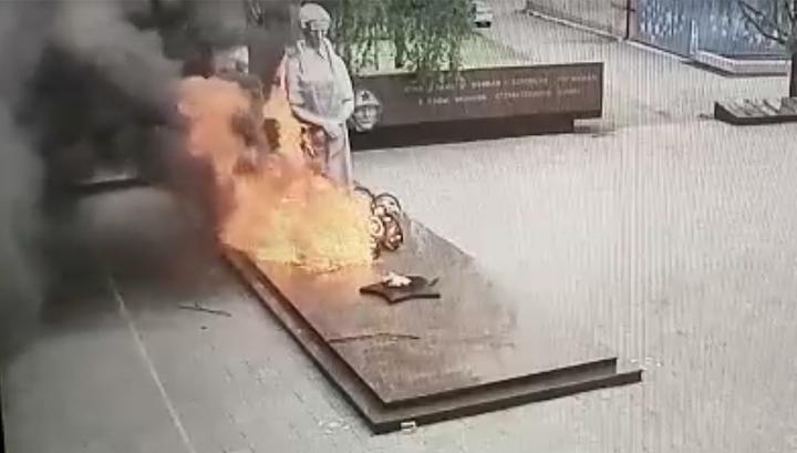 Маленькие хулиганы устроили пожар на мемориальном комплексе в Серове