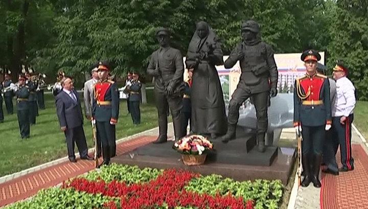 Дань уважения: в Москве открыли памятник военным медикам