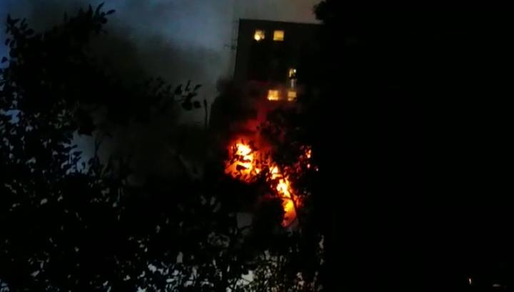 На севере Москвы горят балконы многоэтажного жилого дома: двое погибших