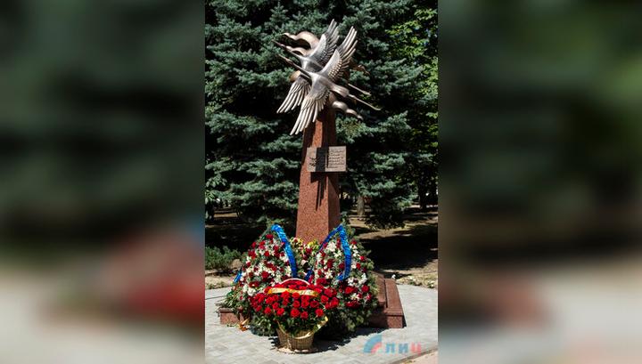 В Луганске открыли памятник погибшим журналистам