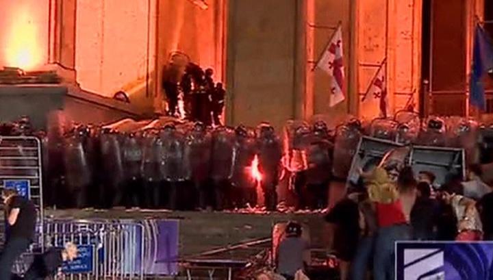Не туда сел: президент Межпарламентской ассамблеи православия объяснил беспорядки в Тбилиси