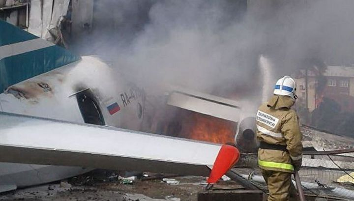 Ан-24 полностью сгорел после жесткой посадки в Нижнеангарске