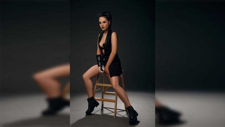 Девушка, которой муж отрубил кисти рук, снялась в откровенной фотосессии