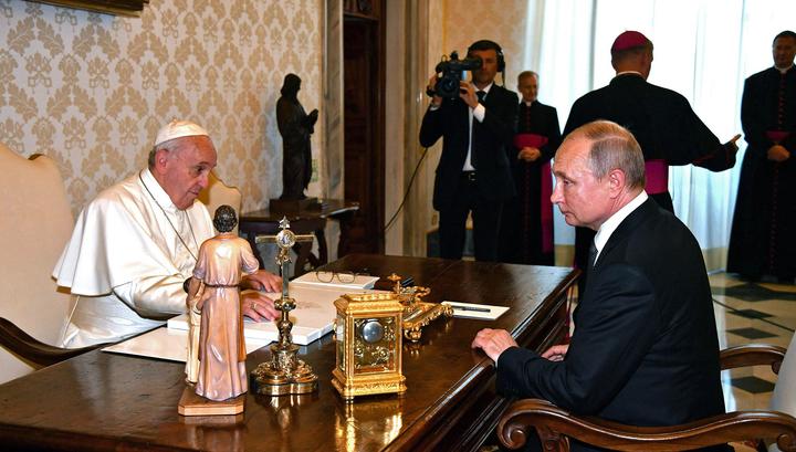 Путин и папа Франциск встречаются в прямом эфире