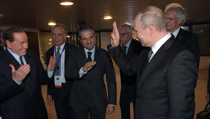 Неформальные объятия: Берлускони рассказал о дружеской встрече с Путиным