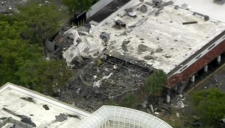 Взрыв в пригороде Майами: обломки ТЦ разбросало на сотню метров