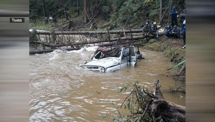Девять человек утонули вместе с УАЗом: объявлен траур