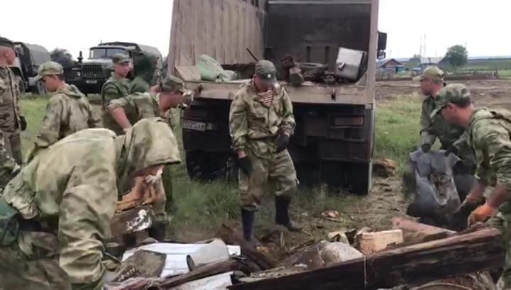 Иркутская область: армия и Росгвардия очищают территорию от завалов