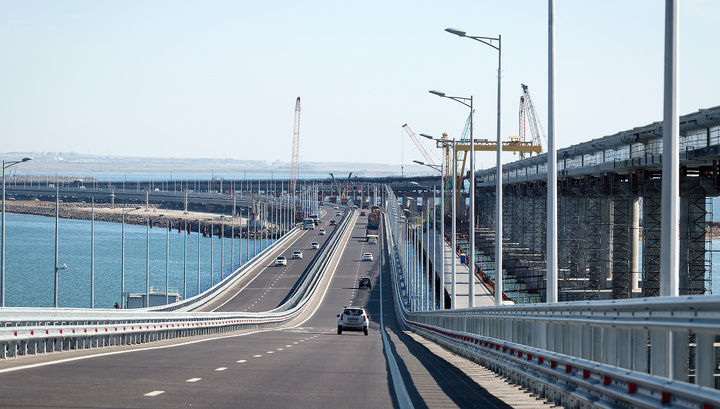 На Крымском мосту уложен золотой стык