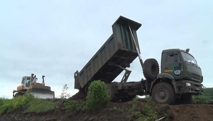 Под Иркутском восстанавливают защитный вал и проводят вакцинацию жителей